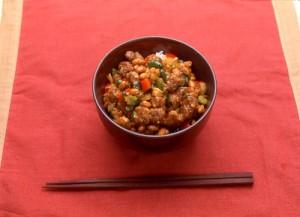 牛肉と納豆のピリ辛丼